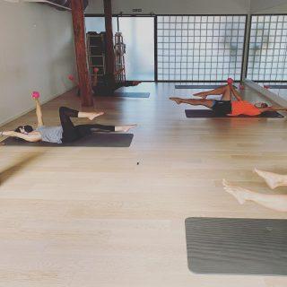 Lan asimetrikoa toning ball-ak erabiliz/Trabajo asimétrico con las toning ball. #kore #korputzorekatailarra #pilates #stottpilates #hipopresivos #hipopressiversf #caufriezconcept #totalfit #yoga #hatayoga #kstretch #feldenkrais #feldenkraismethod #saludarticular