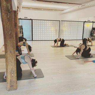 Zubian ondoren hipopresiboekin hasten dugu eguna/Después del puente, comenzamos el día con una clase de hipopresivos. #kore #korputzorekatailarra #hipopresivos #hipopressiversf #caufriezconcept #totalfit #pilates #stottpilates #kstretch #yoga #hatayoga