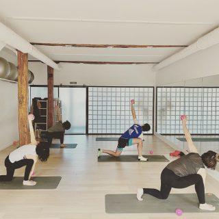Bizkar hezurra mugitzen pilateseko klasean/Movilizando la columna en la clase de pilates. #kore #korputzorekatailarra #pilates #stottpilates #hipopresivos #hypopressiversf #caufriezconcept #kstretch #feldenkraismethod #totalfit #yoga #hatayoga